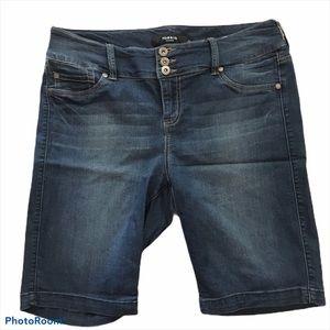 Torrid Denim Jean Shorts Size 16